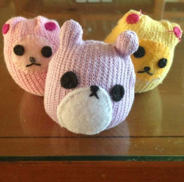 Cool Crafts Made With Old Socks - Sock Hamster - Fun DIY Projects and Gifts You Can Make With A Sock - Easy DIY Ideas for Teens, Teenagers, Kids and Adults - Step by Step Tutorials and Instructions for Making Room Decor, Animals, Cat, Rabbit, Owl, Puppets, Snowman, Gloves http://diyprojectsforteens.com/diy-crafts-ideas-socks
