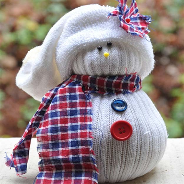 Cool Crafts Made With Old Socks - Sock Snowman - Fun DIY Projects and Gifts You Can Make With A Sock - Easy DIY Ideas for Teens, Teenagers, Kids and Adults - Step by Step Tutorials and Instructions for Making Room Decor, Animals, Cat, Rabbit, Owl, Puppets, Snowman, Gloves