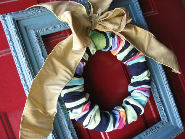 Cool Crafts Made With Old Socks - Sock Wreath - Fun DIY Projects and Gifts You Can Make With A Sock - Easy DIY Ideas for Teens, Teenagers, Kids and Adults - Step by Step Tutorials and Instructions for Making Room Decor, Animals, Cat, Rabbit, Owl, Puppets, Snowman, Gloves