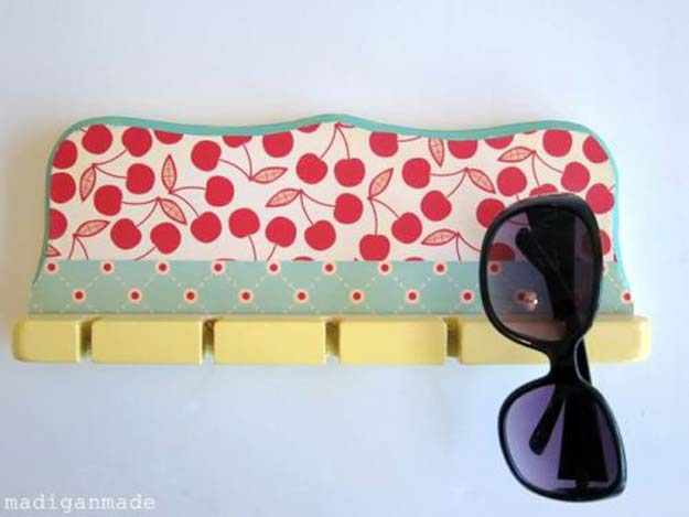 Cool DIY Room Decor Ideas in Red - Spoon or Rod Rack Into a Sunglasses Holder - Creative Home Decor, Wall Art and Bedroom Crafts to Accent Your Red Room - Creative Craft Projects and Quick Arts and Crafts Ideas for Teens and Adults - Easy Ways To Decorate on A Budget http://diyprojectsforteens.com/diy-room-decor-red