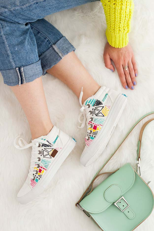 Cool Embroidery Projects for Teens - Step by Step Embroidery Tutorials - Embroider White Canvas Sneakers for Spring - Awesome Embroidery Projects for Teenagers - Cool Embroidery Crafts for Girls - Creative Embroidery Designs - Best Embroidery Wall Art, Room Decor - Great Embroidery Gifts, Free Embroidery Patterns for Girls, Women and Tweens http://diyprojectsforteens.com/cool-embroidery-projects-teens