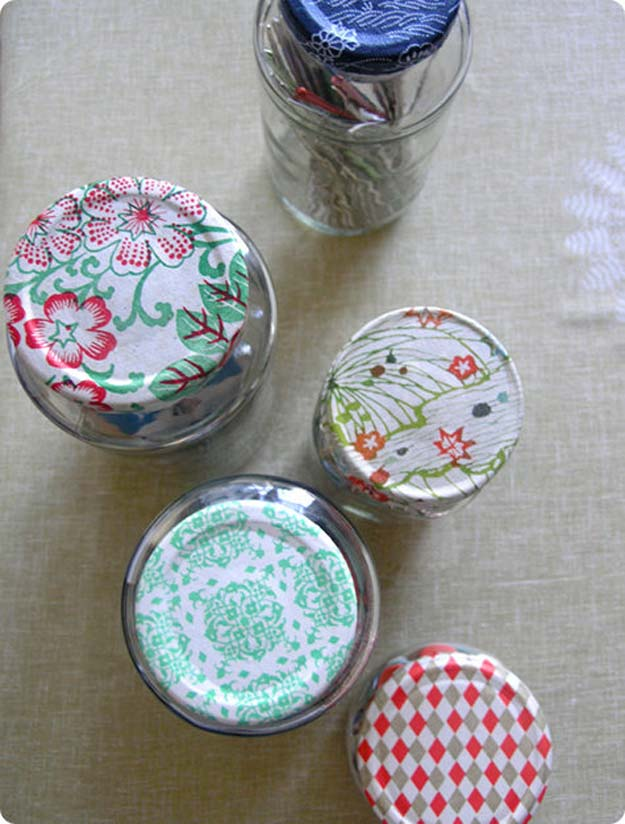 Cool Things to Make With Leftover Wrapping Paper - Jar Caps- Easy Crafts, Fun DIY Projects, Gifts and DIY Home Decor Ideas - Don't Trash The Christmas Wrapping Paper and Learn How To Make These Awesome Ideas Instead - Creative Craft Ideas for Teens, Tweens, Teenagers, Boys and Girls http://diyprojectsforteens.com/diy-projects-wrapping-paper