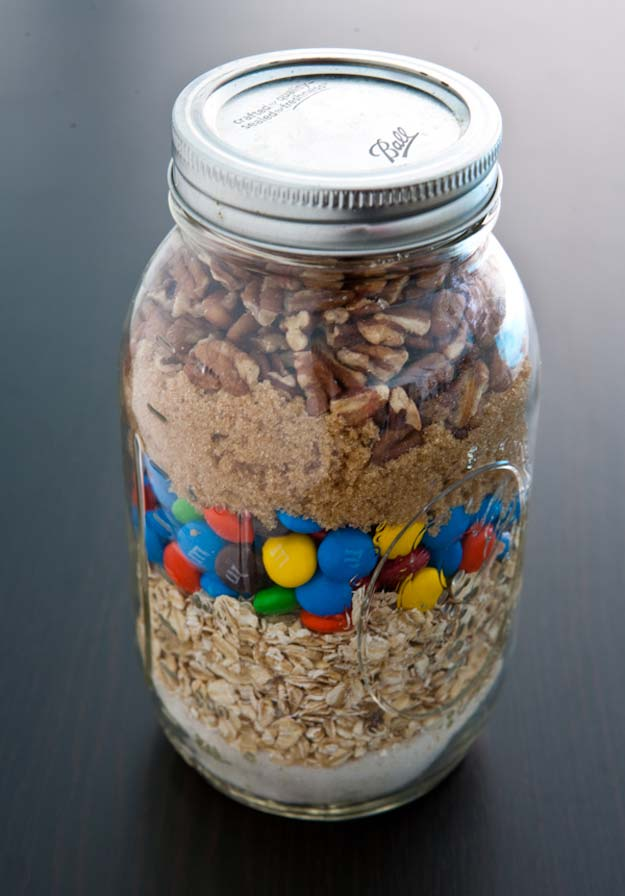 Best Mason Jar Cookies - Monster Cookies Mix - Mason Jar Cookie Recipe Mix for Cute Decorated DIY Gifts - Easy Chocolate Chip Recipes, Christmas Presents and Wedding Favors in Mason Jars - Fun Ideas for DIY Parties, Easy Recipes for Teens, Teenagers, Kids and Teens - Cheap Last Mintue Gift Ideas for Friends, Family and Neighbors http://diyprojectsforteens.com/mason-jar-cookie-recipes