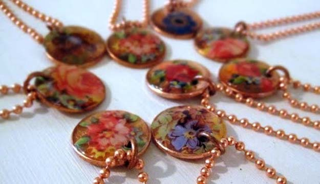 Cool DIYs Made With Pennies and Coins - Decal Penny Pendants - Penny Walls, Floors, DIY Penny Table. Art With Pennies, Walls and Furniture Make With Money and Coins. Cool, Creative Tutorials, Home Decor and DIY Projects Made With Old Pennies - Cool DIY Projects and Crafts for Teens