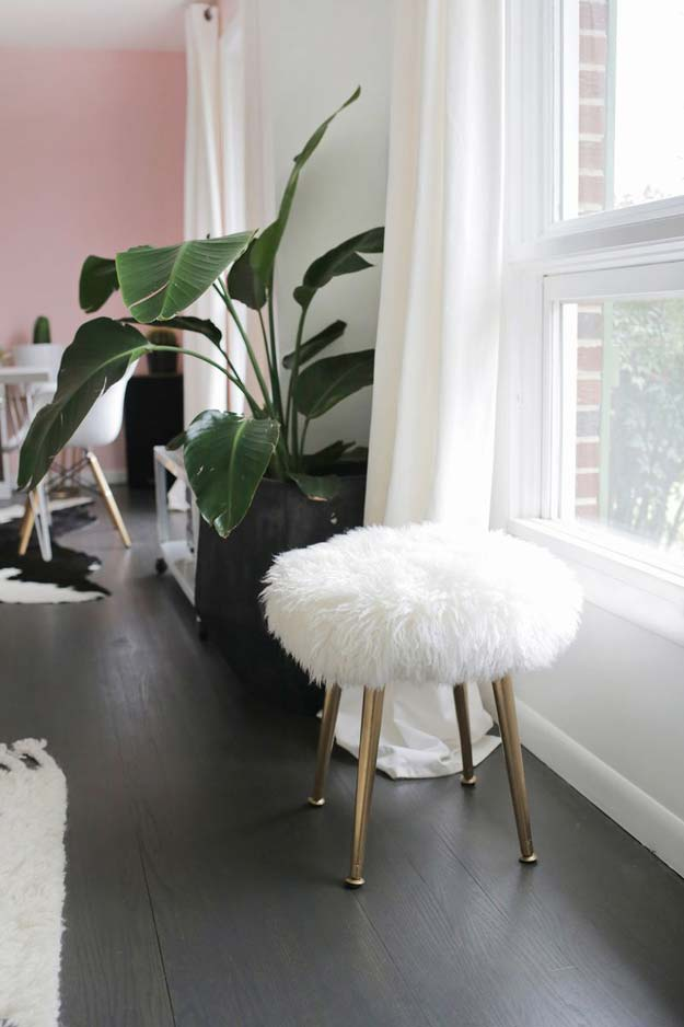DIY Room Decor Ideas in Black and White - Furry Stool - Creative Home Decor and Room Accessories - Cheap and Easy Projects and Crafts for Wall Art, Bedding, Pillows, Rugs and Lighting - Fun Ideas and Projects for Teens, Apartments, Adutls and Teenagers http://diyprojectsforteens.com/diy-decor-black-white