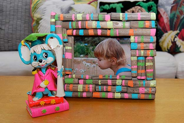 Crafts to Make and Sell - Neons & Nature Picture Frame - Easy Step by Step Tutorials for Fun, Cool and Creative Ways for Teenagers to Make Money Selling Stuff - Room Decor, Accessories, Gifts and More http://diyprojectsforteens.com/diy-crafts-to-make-and-sell