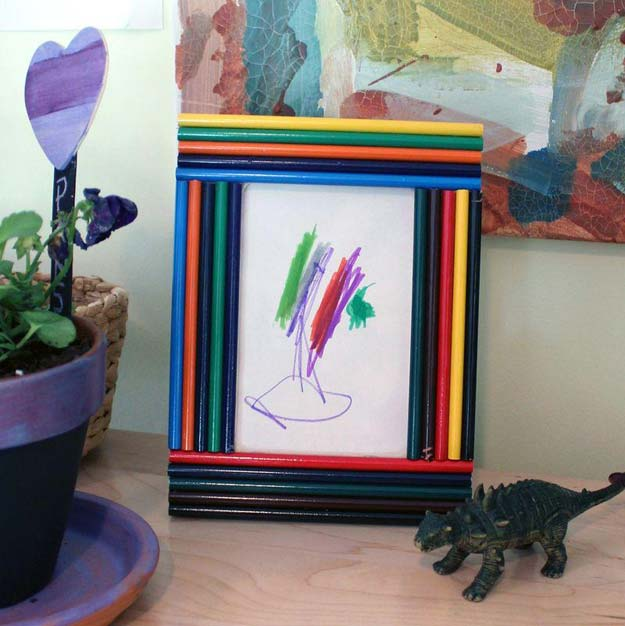 Crafts to Make and Sell - Colored Pencil Picture Frames - Easy Step by Step Tutorials for Fun, Cool and Creative Ways for Teenagers to Make Money Selling Stuff - Room Decor, Accessories, Gifts and More http://diyprojectsforteens.com/diy-crafts-to-make-and-sell