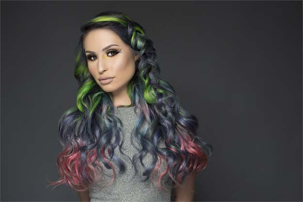 Creative DIY Hair Tutorials - Hair That Glows In The Dark - Color, Rainbow, Galaxy and Unique Styles for Long, Short and Medium Hair - Braids, Dyes, Instructions for Teens and Women http://diyprojectsforteens.com/creative-hair-tutorials