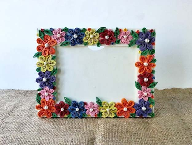 Crafts to Make and Sell - Paper Quilled Photo Frame - Easy Step by Step Tutorials for Fun, Cool and Creative Ways for Teenagers to Make Money Selling Stuff - Room Decor, Accessories, Gifts and More http://diyprojectsforteens.com/diy-crafts-to-make-and-sell