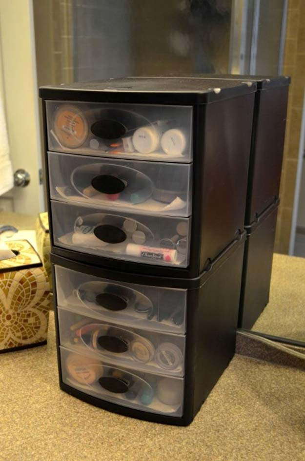DIY Makeup Organizing Ideas - Plastic Drawers - Projects for Makeup Drawer, Box, Storage, Jars and Wall Displays - Cheap Dollar Tree Ideas with Cardboard and Shoebox - Wood Organizers, Tray and Travel Carriers http://diyprojectsforteens.com/diy-makeup-organizing