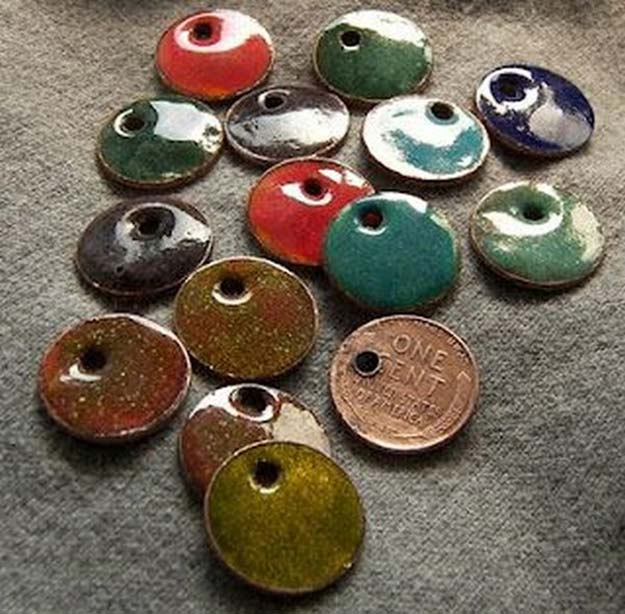 Cool DIYs Made With Pennies and Coins - Torch Fired Enamel - Penny Walls, Floors, DIY Penny Table. Art With Pennies, Walls and Furniture Make With Money and Coins. Cool, Creative Tutorials, Home Decor and DIY Projects Made With Old Pennies - Cool DIY Projects and Crafts for Teens