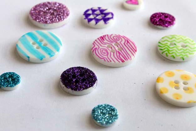 26-DIY-Sharpie-Doodled-Buttons