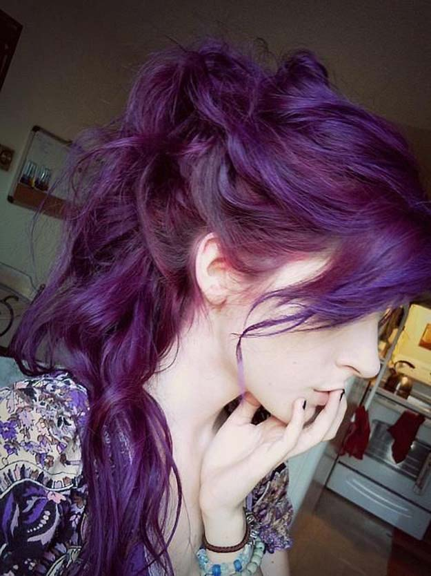 Creative DIY Hair Tutorials - Dye Your Hair Purple - Color, Rainbow, Galaxy and Unique Styles for Long, Short and Medium Hair - Braids, Dyes, Instructions for Teens and Women http://diyprojectsforteens.com/creative-hair-tutorials