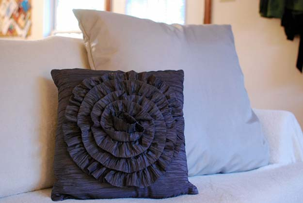 DIY Room Decor Ideas in Black and White - Ruffled Pillow Tutorial - Creative Home Decor and Room Accessories - Cheap and Easy Projects and Crafts for Wall Art, Bedding, Pillows, Rugs and Lighting - Fun Ideas and Projects for Teens, Apartments, Adutls and Teenagers http://diyprojectsforteens.com/diy-decor-black-white