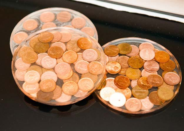 Cool DIYs Made With Pennies and Coins - DIY Penny Coasters - Penny Walls, Floors, DIY Penny Table. Art With Pennies, Walls and Furniture Make With Money and Coins. Cool, Creative Tutorials, Home Decor and DIY Projects Made With Old Pennies - Cool DIY Projects and Crafts for Teens