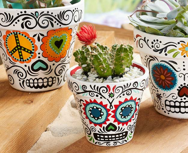 DIY Room Decor Ideas in Black and White - Daisy Eyes Sugar Skull - Creative Home Decor and Room Accessories - Cheap and Easy Projects and Crafts for Wall Art, Bedding, Pillows, Rugs and Lighting - Fun Ideas and Projects for Teens, Apartments, Adutls and Teenagers http://diyprojectsforteens.com/diy-decor-black-white
