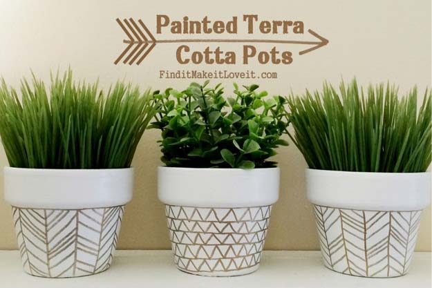 Gold DIY Projects and Crafts - Painted Terra Cotta Pots - Easy Room Decor, Wall Art and Accesories in Gold - Spray Paint, Painted Ideas, Creative and Cheap Home Decor - Projects and Crafts for Teens, Apartments, Adults and Teenagers