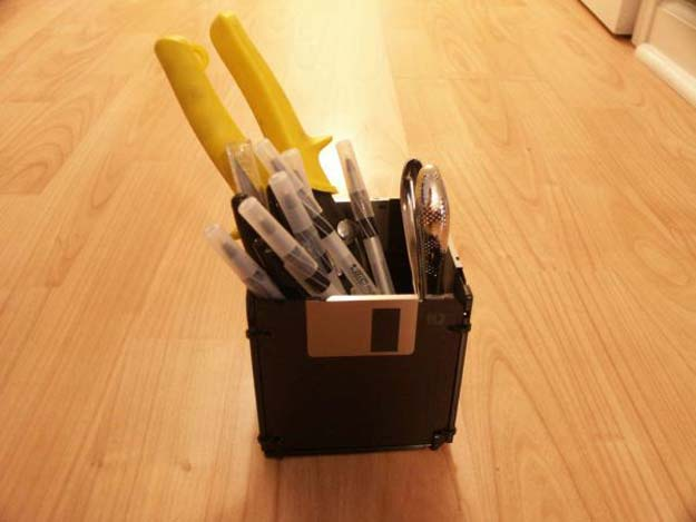 Crafts to Make and Sell - Floppy Disk Pen Holder - Easy Step by Step Tutorials for Fun, Cool and Creative Ways for Teenagers to Make Money Selling Stuff - Room Decor, Accessories, Gifts and More http://diyprojectsforteens.com/diy-crafts-to-make-and-sell