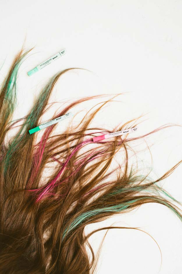 Creative DIY Hair Tutorials - Hair Chalk For Brunettes - Color, Rainbow, Galaxy and Unique Styles for Long, Short and Medium Hair - Braids, Dyes, Instructions for Teens and Women http://diyprojectsforteens.com/creative-hair-tutorials