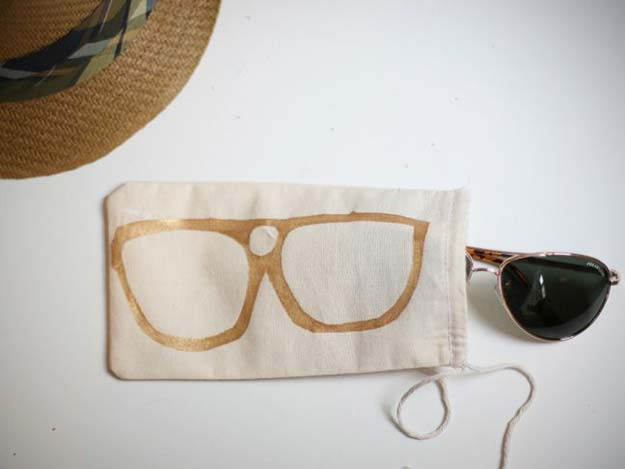 Crafts to Make and Sell - Sunglass Bag - Easy Step by Step Tutorials for Fun, Cool and Creative Ways for Teenagers to Make Money Selling Stuff - Room Decor, Accessories, Gifts and More http://diyprojectsforteens.com/diy-crafts-to-make-and-sell
