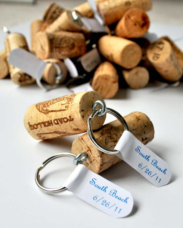 Crafts to Make and Sell - Wine Cork Keychains - Easy Step by Step Tutorials for Fun, Cool and Creative Ways for Teenagers to Make Money Selling Stuff - Room Decor, Accessories, Gifts and More http://diyprojectsforteens.com/diy-crafts-to-make-and-sell