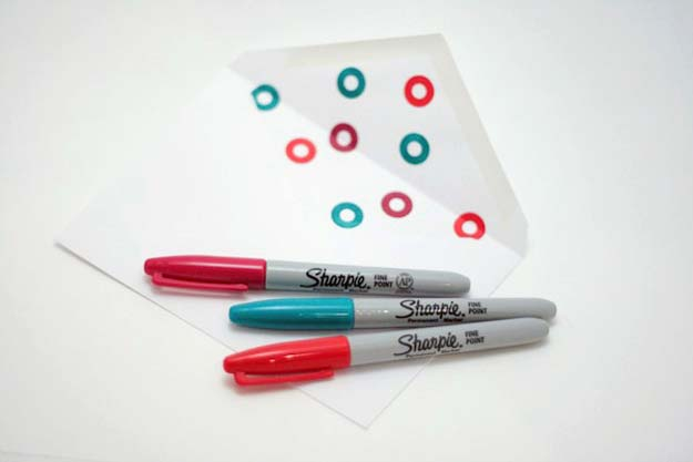 Sharpie Crafts For Teens, Kids and Adults - Crafty and Cheap Reinforcement Decor for Paper Crafts, cards and more - DIY Projects and Ideas with Sharpies Using Markers on Fabric, Glass, Mugs, T- Shirts, Plates, Paper - Creative Arts and Crafts Ideas for Room Decor, Gifts and Fun Fashion