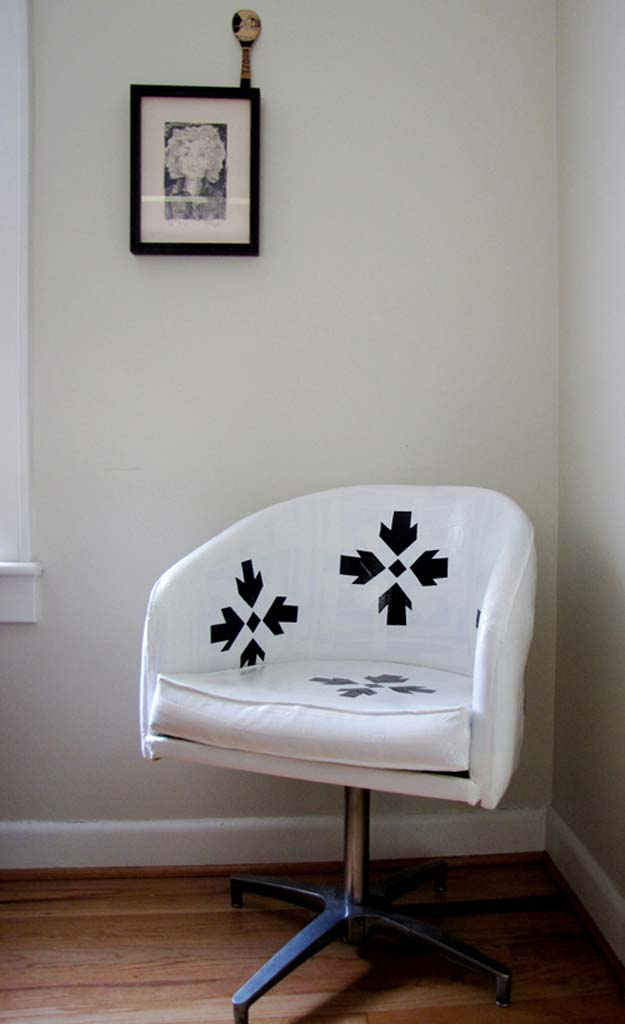 DIY Room Decor Ideas in Black and White - Duct Tape Chair - Creative Home Decor and Room Accessories - Cheap and Easy Projects and Crafts for Wall Art, Bedding, Pillows, Rugs and Lighting - Fun Ideas and Projects for Teens, Apartments, Adutls and Teenagers http://diyprojectsforteens.com/diy-decor-black-white