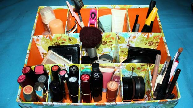 DIY Makeup Organizing Ideas - Easy Cardboard Makeup Organizer - Projects for Makeup Drawer, Box, Storage, Jars and Wall Displays - Cheap Dollar Tree Ideas with Cardboard and Shoebox - Wood Organizers, Tray and Travel Carriers http://diyprojectsforteens.com/diy-makeup-organizing