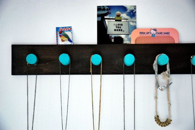 DIY Jewelry Storage - DIY Ombre Necklace Rack - Do It Yourself Crafts and Projects for Organizing, Storing and Displaying Jewelry - Earrings, Rings, Necklaces - Jewelry Tree, Boxes, Hangers - Cheap and Easy Ways To Organize Jewelry in Bedroom and Bathroom - Dollar Store Crafts and Cheap Ideas for Decorating http://diyprojectsforteens.com/diy-jewelry-storage