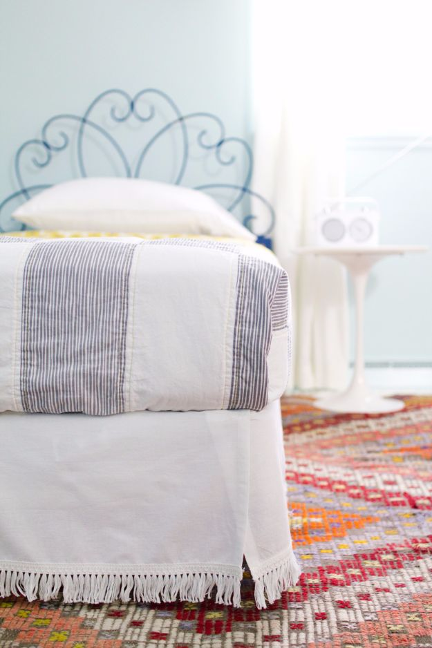 Best DIY Room Decor Ideas for Teens and Teenagers - DIY Velcro Bedskirt - Best Cool Crafts, Bedroom Accessories, Lighting, Wall Art, Creative Arts and Crafts Projects, Rugs, Pillows, Curtains, Lamps and Lights - Easy and Cheap Do It Yourself Ideas for Teen Bedrooms and Play Rooms http://diyprojectsforteens.com/diy-room-decor-ideas-teens