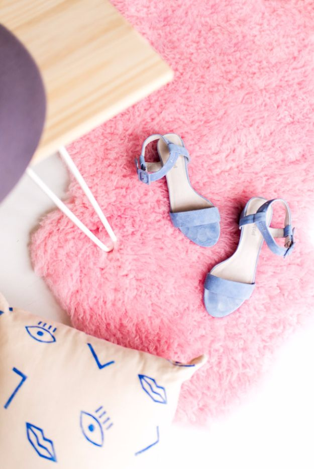 Cool DIY Room Decor Ideas for Teens and Teenagers - Dyed Faux Sheepskin Mini Rug