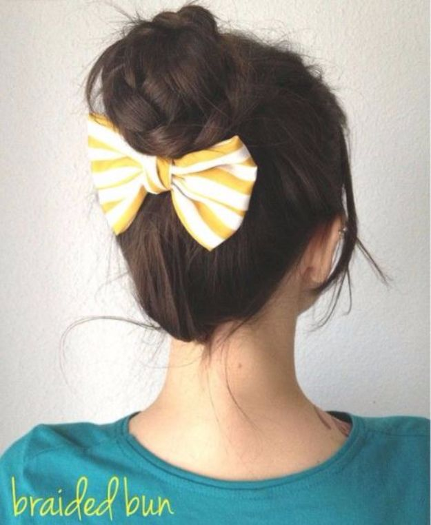 Cool Hair Tutorials for Summer - Braided Bun - Easy Hairstyles and Creative Looks for Hair - Beachy Waves, Hair Styles for Short Hair, Medium Length and Long Hair - Ponytails, Updo Ideas and Quick Last Minute Hairstyle for Teens, Teenagers and Women http://diyprojectsforteens.com/cool-hairstyles-summer