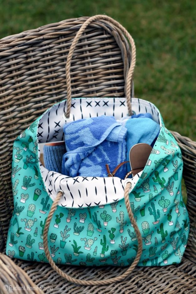 DIY Bags for Summer - Canvas Beach Tote - Easy Ideas to Make for Beach and Pool - Quick Projects for a Bag on A Budget - Cute No Sew Idea, Quick Sewing Patterns - Paint and Crafts for Making Creative Beach Bags - Fun Tutorials for Kids, Teens, Teenagers, Girls and Adults http://diyprojectsforteens.com/diy-bags-summer