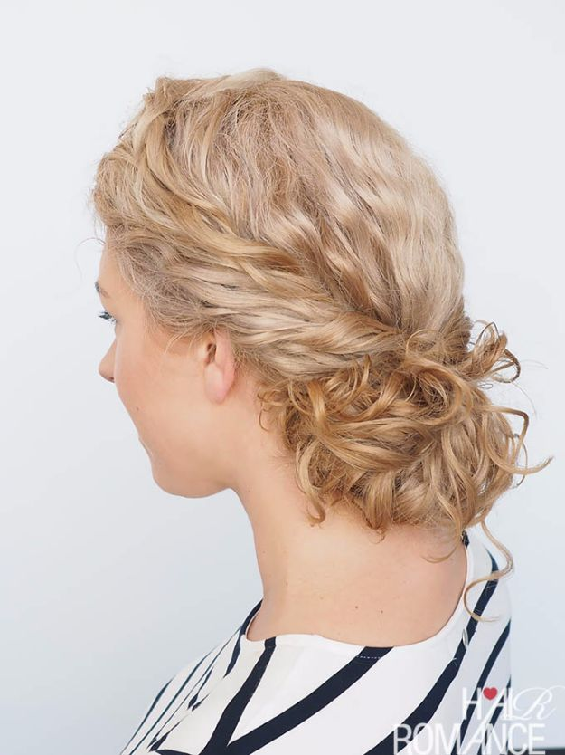 Cool Hair Tutorials for Summer - Curly Twist Bun - Easy Hairstyles and Creative Looks for Hair - Beachy Waves, Hair Styles for Short Hair, Medium Length and Long Hair - Ponytails, Updo Ideas and Quick Last Minute Hairstyle for Teens, Teenagers and Women http://diyprojectsforteens.com/cool-hairstyles-summer