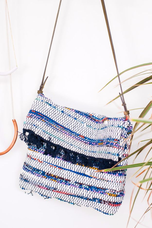 DIY Bags for Summer - DIY Crossbody Bag - Easy Ideas to Make for Beach and Pool - Quick Projects for a Bag on A Budget - Cute No Sew Idea, Quick Sewing Patterns - Paint and Crafts for Making Creative Beach Bags - Fun Tutorials for Kids, Teens, Teenagers, Girls and Adults http://diyprojectsforteens.com/diy-bags-summer