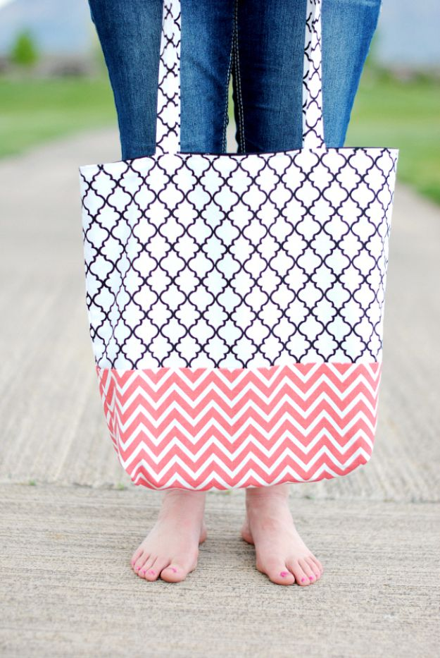 DIY Bags for Summer - Easy Tote Bag - Easy Ideas to Make for Beach and Pool - Quick Projects for a Bag on A Budget - Cute No Sew Idea, Quick Sewing Patterns - Paint and Crafts for Making Creative Beach Bags - Fun Tutorials for Kids, Teens, Teenagers, Girls and Adults http://diyprojectsforteens.com/diy-bags-summer