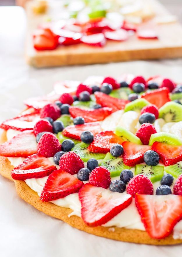 Easy Desserts for Teens to Make at Home - Fruit Pizza with Cream Cheese Frosting - Cool Dessert Recipes That Are Simple and Quick Enough For Teens, Teenagers and Older Kids - Best Dorm Snacks and Ideas - Microwave, No Bake, 3 Ingredient, Chocolate, Mug Cakes and More http://diyjoy.com/desserts-teens-to-make-at-home
