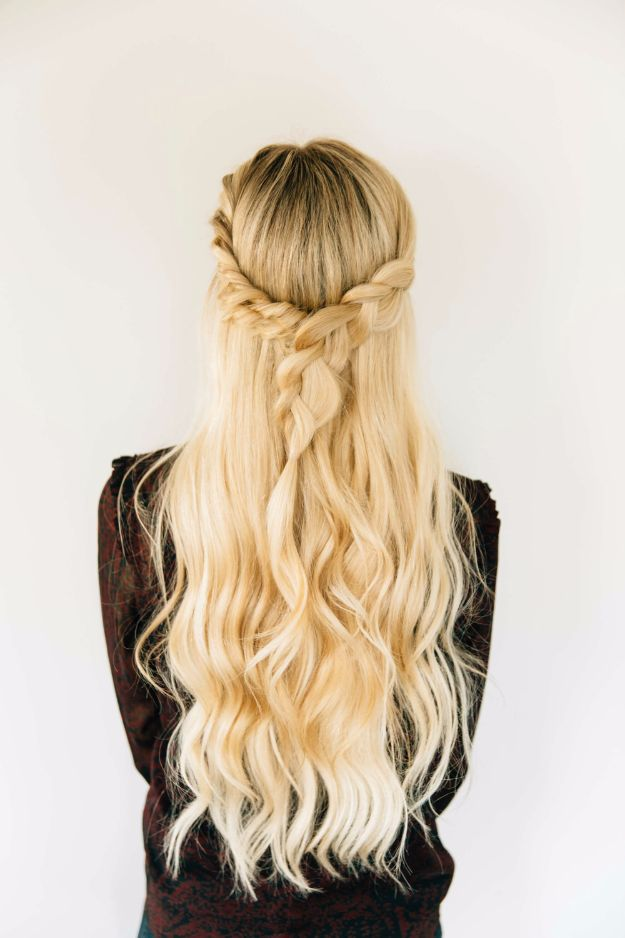 Cool Hair Tutorials for Summer - Triple Twist Half Up - Easy Hairstyles and Creative Looks for Hair - Beachy Waves, Hair Styles for Short Hair, Medium Length and Long Hair - Ponytails, Updo Ideas and Quick Last Minute Hairstyle for Teens, Teenagers and Women http://diyprojectsforteens.com/cool-hairstyles-summer