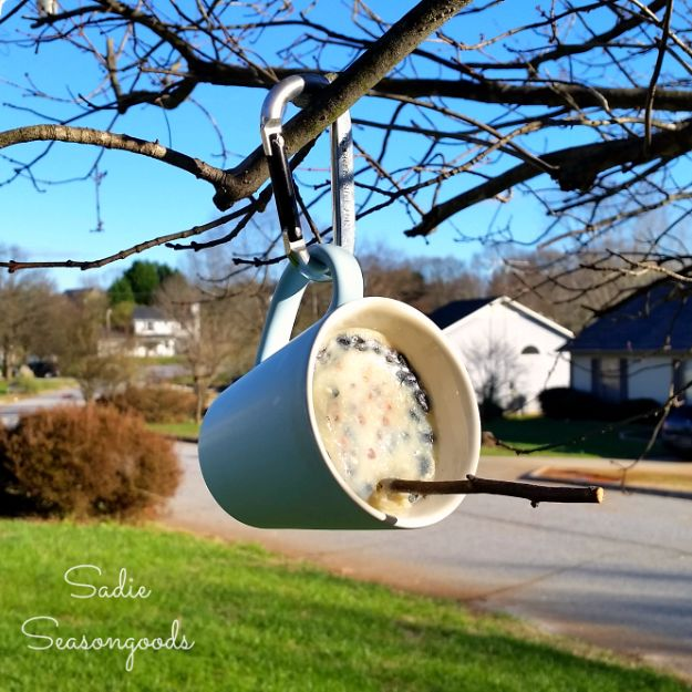 Cheap Crafts for Teens - DIY Suet Feeder - Inexpensive DIY Projects for Teenagers and Tweens - Cute Room Decor, School Supplies, Accessories and Clothing You Can Make On A Budget - Fun Dollar Store Crafts - Cool DIY Gift Ideas for Christmas, Birthdays, BFF gifts and more - Step by Step Tutorials and Instructions #cheapcrafts #dollarstorecrafts #teencrafts #dollartreecrafts