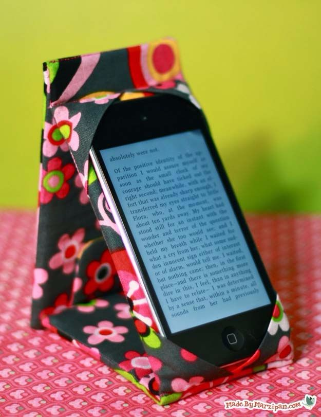 Cheap Crafts for Teens - Iphone Case Stand - Inexpensive DIY Projects for Teenagers and Tweens - Cute Room Decor, School Supplies, Accessories and Clothing You Can Make On A Budget - Fun Dollar Store Crafts - Cool DIY Gift Ideas for Christmas, Birthdays, BFF gifts and more - Step by Step Tutorials and Instructions #cheapcrafts #dollarstorecrafts #teencrafts #dollartreecrafts