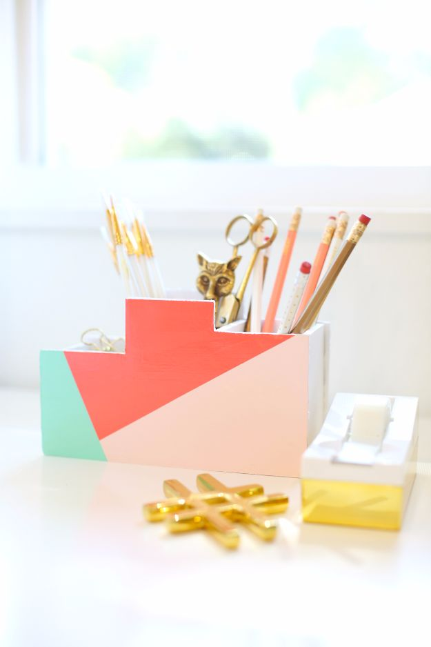 DIY School Supplies - DIY Back To School Desk Organizer - Easy Crafts and Do It Yourself Ideas for Back To School - Pencils, Notebooks, Backpacks and Fun Gear for Going Back To Class - Creative DIY Projects for Cheap School Supplies - Cute Crafts for Teens and Kids http://diyprojectsforteens.com/diy-back-to-school-supplies