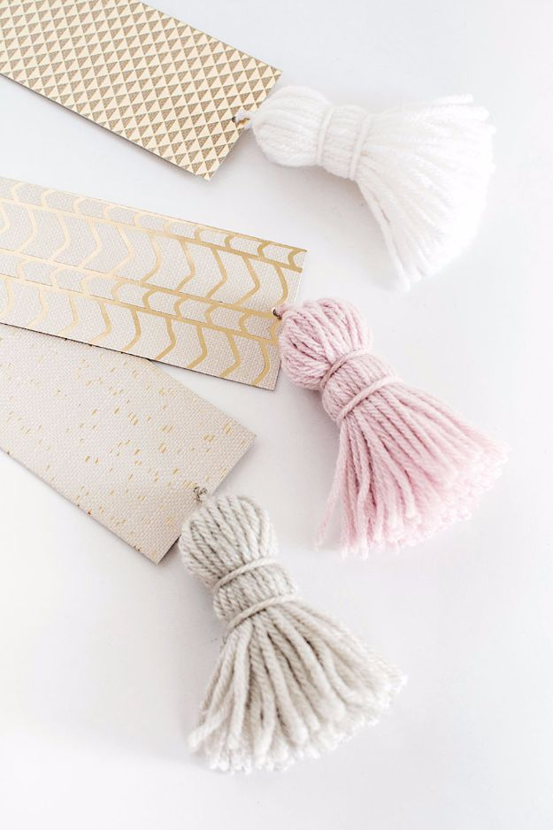 DIY School Supplies - DIY Chunky Tassel Bookmarks - Easy Crafts and Do It Yourself Ideas for Back To School - Pencils, Notebooks, Backpacks and Fun Gear for Going Back To Class - Creative DIY Projects for Cheap School Supplies - Cute Crafts for Teens and Kids #backtoschool #teencrafts #kidscrafts #teen #diyideas #crafts