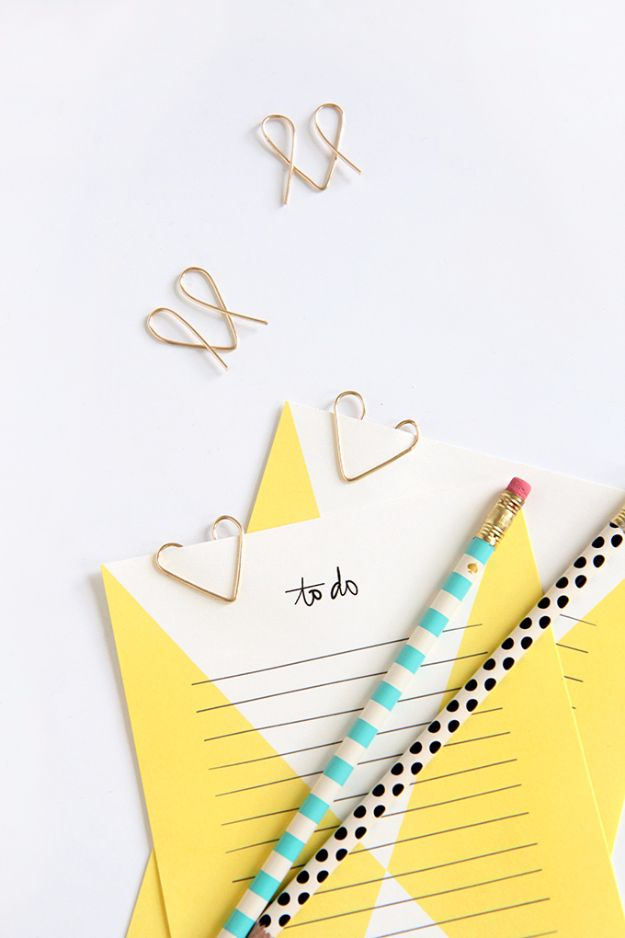 DIY School Supplies - DIY Wire Heart Paper Clips - Easy Crafts and Do It Yourself Ideas for Back To School - Pencils, Notebooks, Backpacks and Fun Gear for Going Back To Class - Creative DIY Projects for Cheap School Supplies - Cute Crafts for Teens and Kids http://diyprojectsforteens.com/diy-back-to-school-supplies