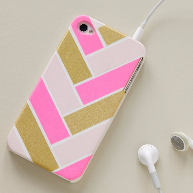 DIY School Supplies - Herringbone Cell Phone Cover - Easy Crafts and Do It Yourself Ideas for Back To School - Pencils, Notebooks, Backpacks and Fun Gear for Going Back To Class - Creative DIY Projects for Cheap School Supplies - Cute Crafts for Teens and Kids http://diyprojectsforteens.com/diy-back-to-school-supplies