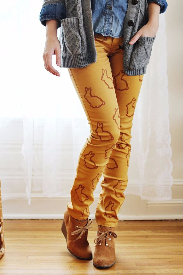 DIY Jeans Makeovers - Animal Stencil Statement Pants DIY - Easy Crafts and Tutorials to Refashion and Upcycle Your Jeans and Create Ripped, Distressed, Bleach, Lace Edge, Cut Off, Skinny, Shorts, Skirts, Galaxy and Painted Jeans Ideas - Cool Denim Fashions for Teens, Teenagers, Women #diyideas #diyclothes #clothinghacks #teencrafts
