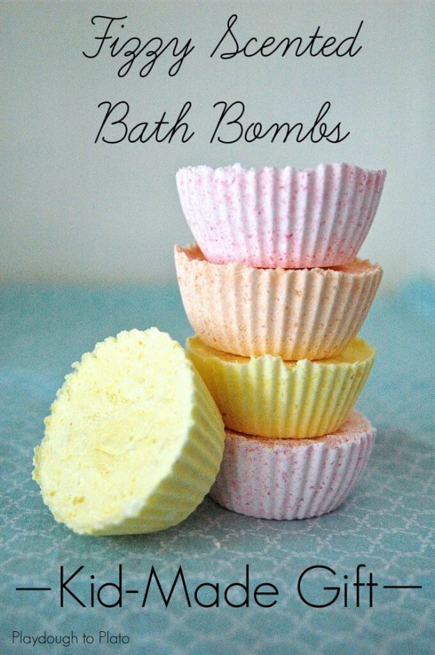 Cool DIY Bath Bombs to Make At Home - Fizzy Scented Bath Bombs - Recipes and Tutorial for How To Make A Bath Bomb - Best Bathbomb Ideas - Fun DIY Projects for Women, Teens, and Girls | DIY Bath Bombs Recipe and Tutorials | Make Cheap Gifts Like Lush Bath Bombs http://diyprojectsforteens.com/best-diy-bath-bombs