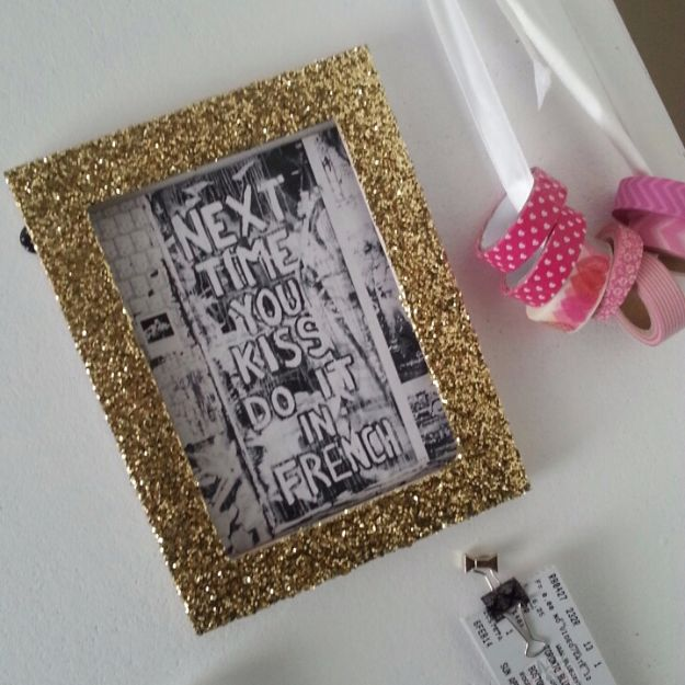 DIY Ideas WIth Glitter - Glitter Frames - Easy Crafts and Projects for Decoration, Gifts, and Bedroom Decor - How To Make Ombre, Mod Podge and Glitter Mason Jar Gift Ideas For Teens - Easy Clothes and Makeup Crafts For Teenagers http://diyprojectsforteens.com/glitter-crafts-ideas