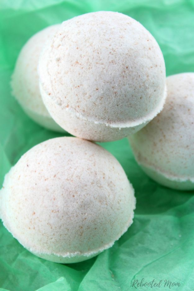 Cool DIY Bath Bombs to Make At Home - Himalayan Sea Salt Bath Bombs - Recipes and Tutorial for How To Make A Bath Bomb - Best Bathbomb Ideas - Fun DIY Projects for Women, Teens, and Girls | DIY Bath Bombs Recipe and Tutorials | Make Cheap Gifts Like Lush Bath Bombs http://diyprojectsforteens.com/best-diy-bath-bombs