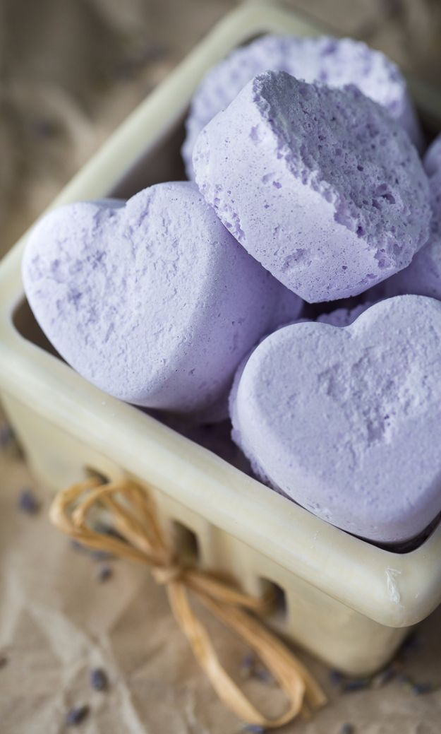 Cool DIY Bath Bombs to Make At Home - Lavender Bath Bombs - Recipes and Tutorial for How To Make A Bath Bomb - Best Bathbomb Ideas - Fun DIY Projects for Women, Teens, and Girls | DIY Bath Bombs Recipe and Tutorials | Make Cheap Gifts Like Lush Bath Bombs #bathbombs #teencrafts #diyideas