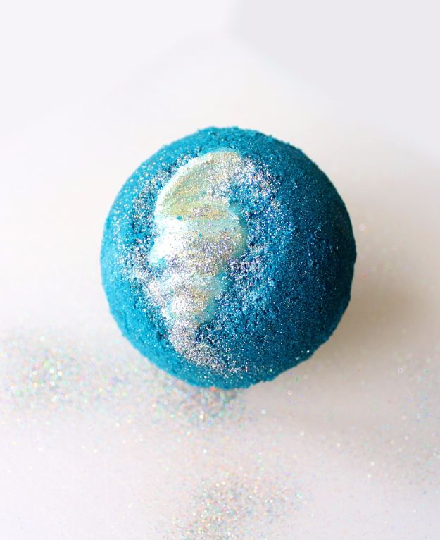 Cool DIY Bath Bombs to Make At Home - Mermaid Lagoon Bath Bomb - Recipes and Tutorial for How To Make A Bath Bomb - Best Bathbomb Ideas - Fun DIY Projects for Women, Teens, and Girls | DIY Bath Bombs Recipe and Tutorials | Make Cheap Gifts Like Lush Bath Bombs #bathbombs #teencrafts #diyideas
